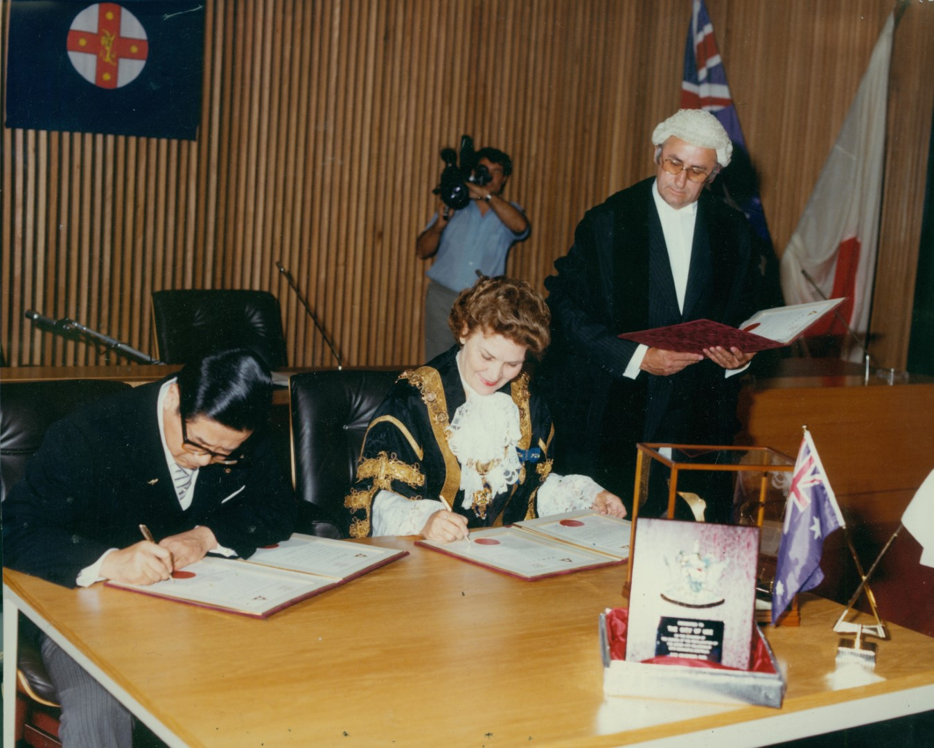 Mayor-of-Ube-City-Mr-Hideo-Futatsugi-and-Newcastle-Lord-Mayor-Joy-Cummings-sign-the-Sister-City-agreement-21-November-1980.jpg